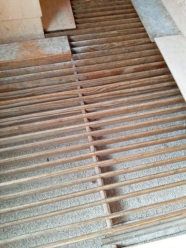 Picture of clean pigeon loft with floor filler De Belser Johan